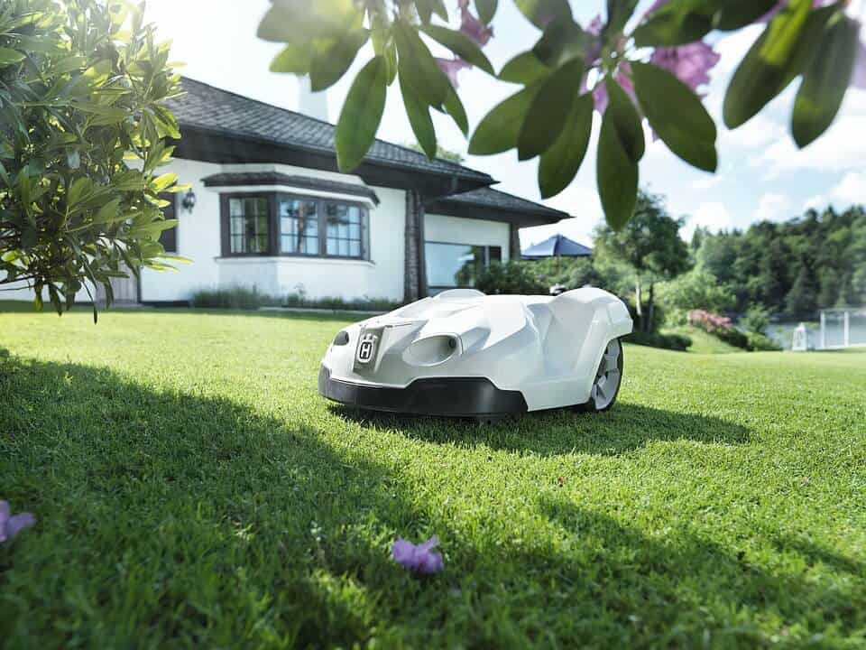do robot lawn mowers work